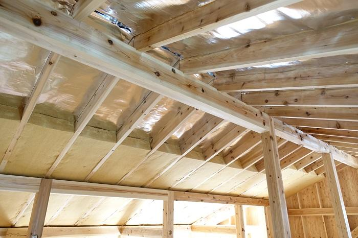 遮熱シートと通気層、木質繊維断熱材による屋根断熱
