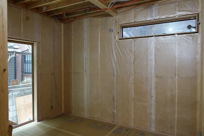 室内から壁内部に侵入する水蒸気を防ぐ防湿層