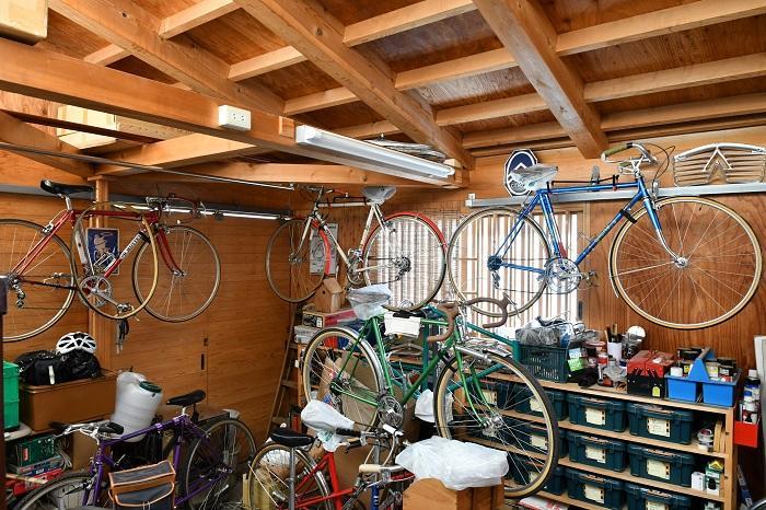 趣味の自転車を楽しむガレージ