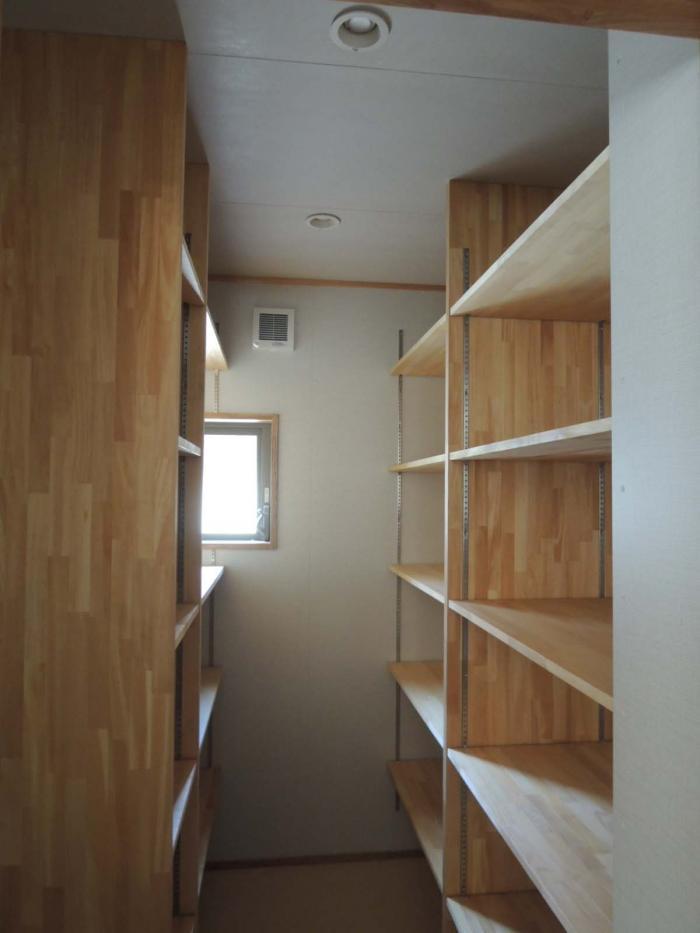 回廊の家/岡崎・パントリー
