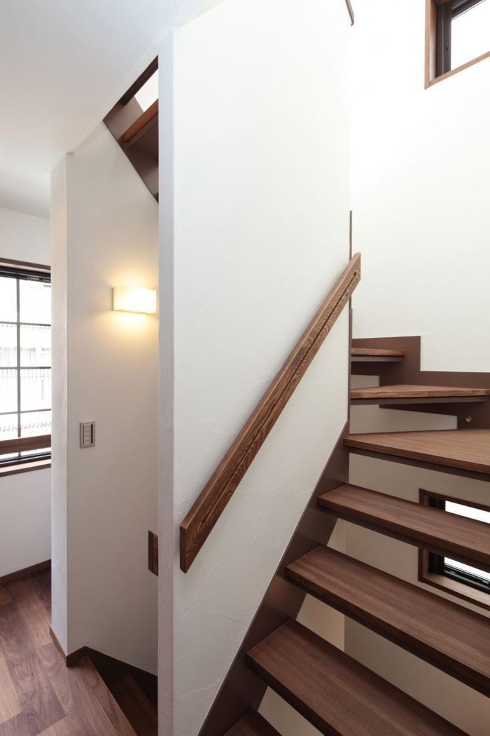 下町の景観住宅・木製段板をつかった耐火構造階段